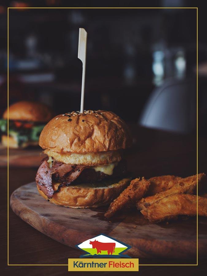 Burger mit Wedges und Kaerntner Fleisch